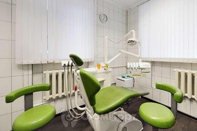 Кабинет, где удаляют зубки и устанавливают имплантаты.