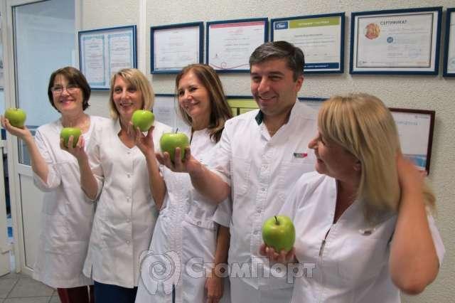 Требования к персоналу: врачи-стоматологи и ассистенты высокой квалификации, подтвержденной дипломами и сертификатами.